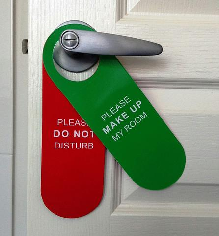 Do Not Disturb/Make Up My Room